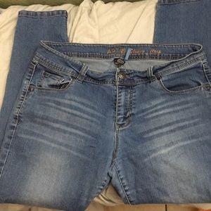Women's Apt 9 Skinny Crop Jeans size 10
